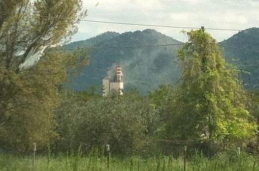 SestoCampano-cementeria-inceneritore-Colacem-in-area-circondata-da-montagne