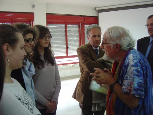 Padre Alex Zanotelli parla ai ragazzi di Venafro